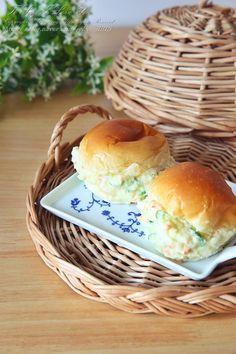 모닝빵샌드위치 감자샐러드 듬뿍 : 네이버 블로그 Breakfast Presentation, Korean Food, Korean Recipes, Bagel, Potato Salad, Lunch Box, Rolls, Food And Drink, Tasty