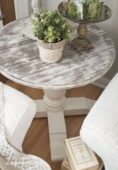 This faux barn wood spool makeover by Denise of Salvaged Inspirations is fantastic! She used GF Bone White & Cardamon Chalk Style Paint, Lamp Black Milk Paint and Flat Out Flat Topcoat to achieve this rustic look.