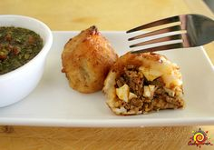 Stuffed potatoes are eaten in almost all Latin American countries, but what makes Colombian stuffed potatoes different is how they are… Aji Sauce, Colombian Food, Colombian Recipes, Colombian Dishes, Venezuelan Recipes, Potato Puree, Red Tomato, Comida Latina, American Food