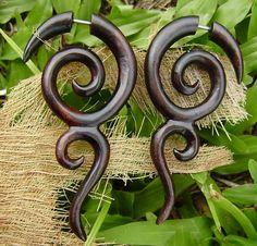 Sculpté à la main organique de faux jauges boucles d'oreilles Tribal Expander Split piercings faux bois boucles d'oreilles, naturels