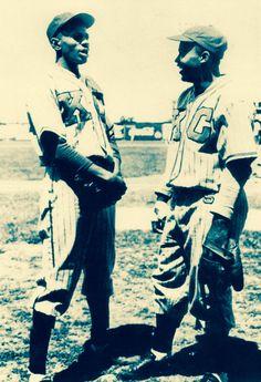 Satchel Paige and Jackie Robinson, 1945 with the Kansas City Monarchs. Sports Baseball, Baseball Players, Baseball Wall, Baseball Quotes, Sports Pics, Baseball Cards, Basketball, Dodgers, Hockey