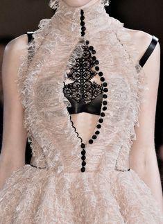 Alexander McQueen   Dress   Fall/Winter 2015-16   British