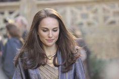 The resource for all Natalie Portman photos. Every photoshoot, public appearance and film is right here. Film Natalie Portman, Nathalie Portman, Captain Marvel Carol Danvers, Elizabeth Gillies, Marvel Women, Fan Art, Gal Gadot, Cute Hairstyles, Celebrity Photos