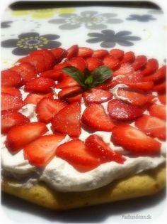Jordbærkage for sarte sjæle (madbanditten. Vegetarian Keto, Vegan, Lactose Free Recipes, Lchf, Healthy Alternatives, Keto Snacks, Cake Cookies, Kids Meals, Cravings