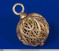 A gilded silver pomander, Germany ca. 1486-1500. 4.7cm high. Museum für Angewandte Kunst Köln (H 832 CL, Köln) Details: http://www.kulturelles-erbe-koeln.de/documents/obj/05115149