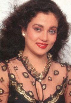 Mandakini Bollywood Actors, Bollywood Celebrities, Vintage Bollywood, Beautiful Bollywood Actress, Akshay Kumar, Beauty Women, Boobs, Actresses, Indian