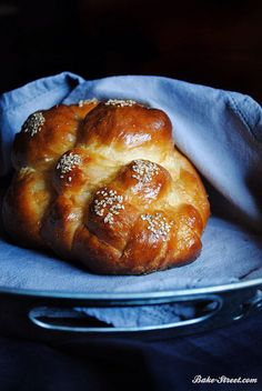 http://bake-street.com/pan-challah-baking-of/