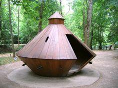 OTH 814 - Photo d'une machine de Léonard de Vinci dans le parc du Clos Lucé.