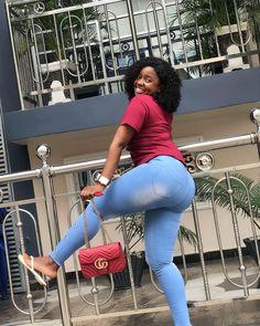 Este posibil ca imaginea să conţină: 1 persoană, pantofi Capri Pants, Skinny Jeans, Tops, Fashion, Skinny Fit Jeans, Fashion Styles, Capri Trousers, Fasion, Super Skinny Jeans