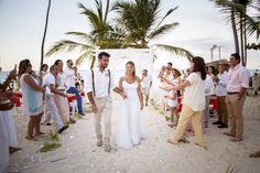 Waves of Love package designed by renowned wedding planner Karen Bussen.  Photography by Junior Cruz #PuntaCana #Boda #Wedding