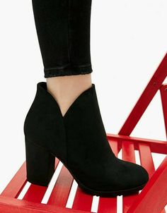 Ankle boots with block mid-heel - It's all about Shoes ♡ - Zapatos de Mujer Pretty Shoes, Beautiful Shoes, Cute Shoes, Me Too Shoes, Fancy Shoes, Heeled Boots, Bootie Boots, Shoe Boots, Shoes Heels