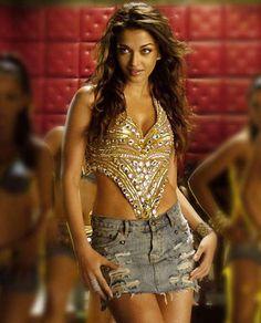 Aishwarya Rai on dancing sceen in Dhoom 2 movie.PNG