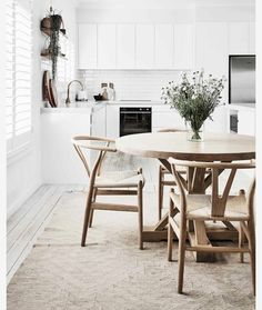 Scandi Home, Scandi Style, Interior Exterior, Home Interior, Kitchen Interior, Le Pilates, Sweet Home, 1950s House, American Kitchen