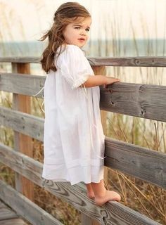 Ideas for beautiful children photography water Photo Bb, Kind Photo, Children Photography, Photography Poses, Beach Family Photography, Photography Ideas Kids, Water Photography, Family Beach Pictures, Baby Pictures