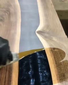 Diy Resin Table, Epoxy Wood Table, Epoxy Resin Table, Diy Resin Art, Diy Resin Crafts, Wood Crafts, Woodworking Plans, Woodworking Projects, Resin Furniture