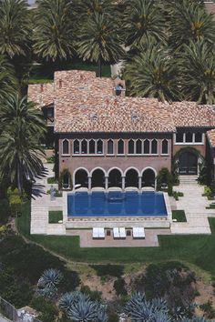 Luxury property=Cher's Malibu digs.
