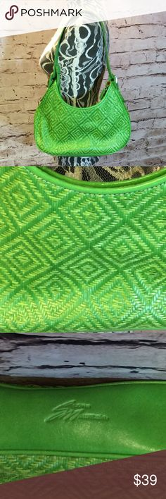 STONE MOUNTAIN BEAUTIFUL GREEN BAG Gorgeous woven straw bag in immaculate condition. A bright and cheery summer color. Super clean inside and out with no defects. Inside is a gorgeous orange fabric Stone Mountain Bags Shoulder Bags