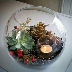 Christmas Arrangements, Christmas Centerpieces, Xmas Decorations, Flower Arrangements, Christmas Mood, Simple Christmas, Christmas Bulbs, Christmas Crafts, Fall Decor