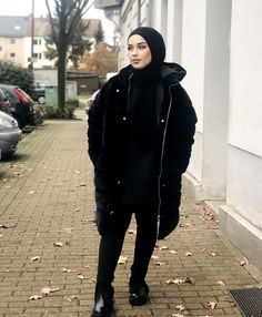 Are You A Young Muslimah Girl Starting College This Year And Looking For Casual And Comfy College Outfit Ideas With Hijab? - Then You Are In The Right Place To Get Some Great Inspiration On Summer College Outfits, Winter College Outfits, Simple College Outfits, The First Day Of College Outfit With Hjab And Much More. #hijab #hijabfashion #hijabstyle #college-outfit #teenagerposts #winteroutfits