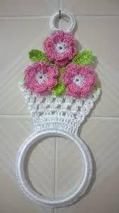 free honeymoon cottage potholder easy crochet pattern for a pot holder see more at httpwwwantiquecrochetpatternscomhoneymoon cottage potholderhtmlsthashrettnxefdpuf - PIPicStats no pattern image only This Pin was discovered by gai Strawberry is so sweet n Crochet Kitchen, Crochet Home, Love Crochet, Crochet Gifts, Crochet Motif, Crochet Doilies, Easy Crochet, Crochet Flower Patterns, Crochet Designs