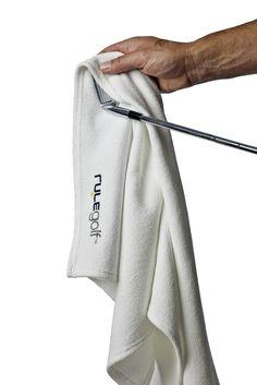 Want to know how Oscar De La Hoya cleans his balls? Golf balls, his golf balls.