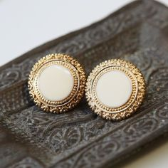 Miss Elizabeth Bennett, I found your earrings.  Pride & Prejudice wedding inspiration is SO hot right now, and these are the perfect earrings!