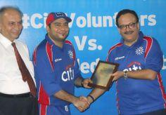 Mr. Nadeem Lodhi President Citi Bank giving Shield to Mr. Imran Dahdi