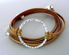 INFINITY martillado plata círculo Wrap Pulsera abrigo Triple Bracelet Wrap, Diy Leather Bracelet, Leather Jewelry, Bangle Bracelets, Bracelet Photo, Leather Cord, Wire Wrapped Jewelry, Wire Jewelry, Jewellery