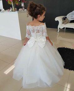 Veja mais no site Wedding Flower Girl Dresses, Little Girl Dresses, Girls Dresses, Toddler Flower Girl Dresses, Lace Flower Girls, Wedding Bridesmaid Dresses, Wedding Attire, Wedding Gowns, The Dress