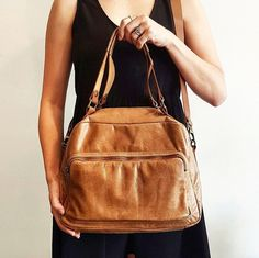 Brown Leather Weekend Overnight Handbag For Women, Large Camel Handbag For Her, Light Brown Shoulder Handbag, Genuine Leather Crossbody Bag, Large Camel Brown Leather Handbag For Women,Handmade Brown Leather Hadbag, Large Light Brown Crossbody Bag, Fine Leather Handbag, Big Brown Weekender Handbag For Women, Gift For Ladies  Take a look at this functional piece of art. The camel shoulder bag is by no doubt a super comfortable handmade piece. The leather is the finest quality there can…