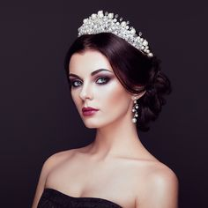 Fashion portrait of beautiful woman with tiara on head - Fashion Portrait of Beautiful Woman with Tiara on head. Elegant Hairstyle. Perfect Make-Up and Jewelry. Red Lips