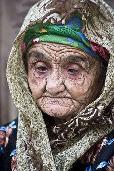 Old lady in Bukhara Uzbekistan by Old Faces, Many Faces, Kinds Of People, People Around The World, Eric Lafforgue, Steve Mccurry, Ageless Beauty, Human Condition, Interesting Faces