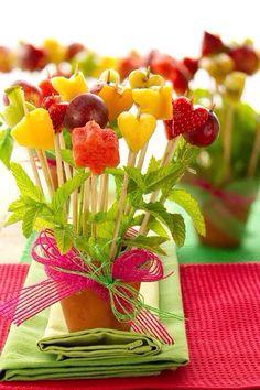 #HLo-Tips: Banderillas de fruta para fiestas infantiles se puede usar como centro de mesa y botana a la vez.