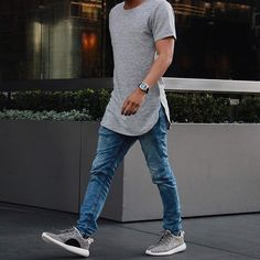 On the Street There are such huge quantities of ways you may boost your jogger style. Jogger jeans can be … Look Casual Hombre, Outfits Hombre Casual, Cool Outfits, Long Shirt Outfits, Yeezy Outfit, Jogger Outfit, Urban Fashion, Mens Fashion, Fashion Joggers