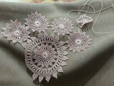 Needle Lace, Needle And Thread, Teneriffe, Point Lace, Crochet Tablecloth, Tatting, Diy And Crafts, Crochet Earrings, Projects To Try