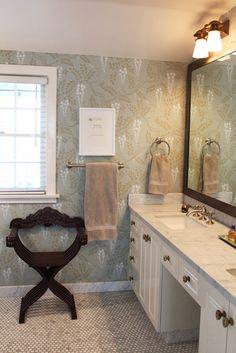Lisa & Piero's English Inspired Los Feliz Home Dining Room Wallpaper, Dining Room Walls, Bathroom Wallpaper, Of Wallpaper, Painting Bookcase, Inspirational Wallpapers, Dark Walls, Dream Apartment, Bathroom Inspiration