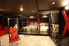 Of course, what love hotels are most famous for are their themed rooms. BDSM. Au Japon comme chez soi: Les Love Hotels : l'amour à la japonaise