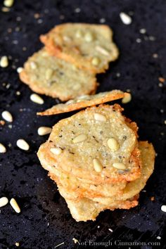 An easy 4 ingredient recipe for crispy Parmesan Chips with Oregano and Pine Nuts. These Mediterranean cheese crisps are a perfect low carb chip replacement! Appetizer Recipes, Snack Recipes, Appetizers, Cooking Recipes, Cooking Food, Aperitivos Finger Food, Mezze, Parmesan Chips, Low Carb Chips
