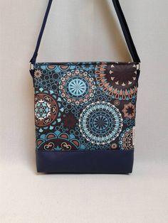 Gyönyörű színekben pompázik ez a táska! A kék egyre népszerűbb 195d9173a8