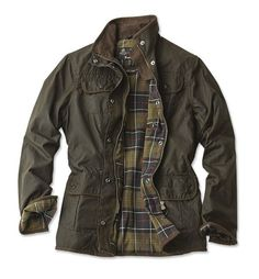 The Ladies Utility jacket is a popular and versatile multi-pocket waxed jacket with a classic relaxed fit, featuring Barbour cotton tartan lining. Made with Barbour's signature 6oz mediumweight Sylkoi