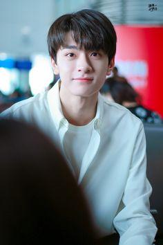 Chinese Model, Chinese Boy, Easy Canvas Art, Yang Yang, Handsome Boys, My Man, Korean Drama, Crushes, Husband