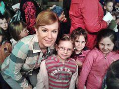 Včera sa v Búrlivom víne konal predčasný Deň detí. Decká si mohli pozrieť ako vzniká najobľúbenejší slovenský seriál. A Helenka alias Dorka si s nimi vynikajúco rozumela :-)