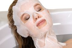 Na het aanbrengen van de algenpakking en een lymfedrainage van het gezicht wordt de Detox behandeling afgesloten met dit Basische Vliesmasker. De alkaliteit van dit masker leidt tot een uitscheiding van zuren en schadelijke stoffen via de talg- en zweetklieren en zorgt daardoor voor een aangename zelfvetting en regeneratie van de huid. [www.vandoria.com/detox-behandeling]