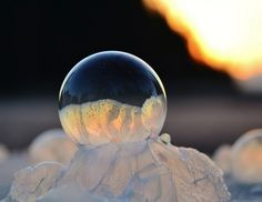 Frozen Bubbles Photography - Angela Kelly photographer, via Fubiz.