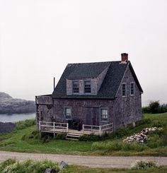 Shingled cottage on Monhegan Island, 12 miles off the coast of Maine. Photo by Jonathan Levitt. Via Cabin Porn.