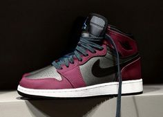 The Air Jordan 1 Retro High GG 'Mulberry' was created exclusively in grade school sizes and released Nike Air Jordans, Tenis Nike Air, Nike Air Shoes, Nike Free Shoes, Nike Shoes Outlet, Air Jordan Shoes, Air Jordan Retro, Moda Sneakers, Sneakers Nike