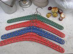 Vintage Kleiderbügel - 4 alte Kleiderbügel mit Nieten zur Garderobe - ein Designerstück von artdecoundso bei DaWanda