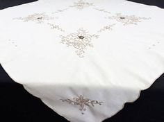 Kitchen & Table Linens Applique And Cutwork Madeira Linen Tablecloth 49 Inches 2019 Latest Design Nice Embroiderd