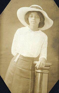 Ezelle, Nashville Tennessee, 1910's. Fisk University Album. Via Waheed Photo Archive on Tumblr.