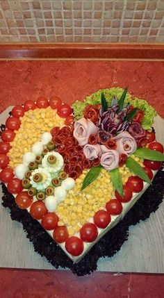 >> 50 Pictures of Unique and Creative Food Recipes - Delicious Veggie Platters, Veggie Tray, Cheese Platters, Food Platters, Cute Snacks, Cute Food, Gourmet Sandwiches, Sandwich Cake, Party Trays